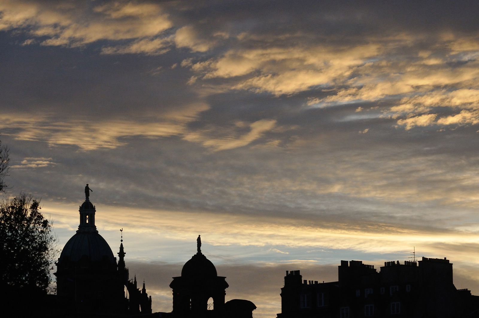 morning-sky-edinburgh-scotland