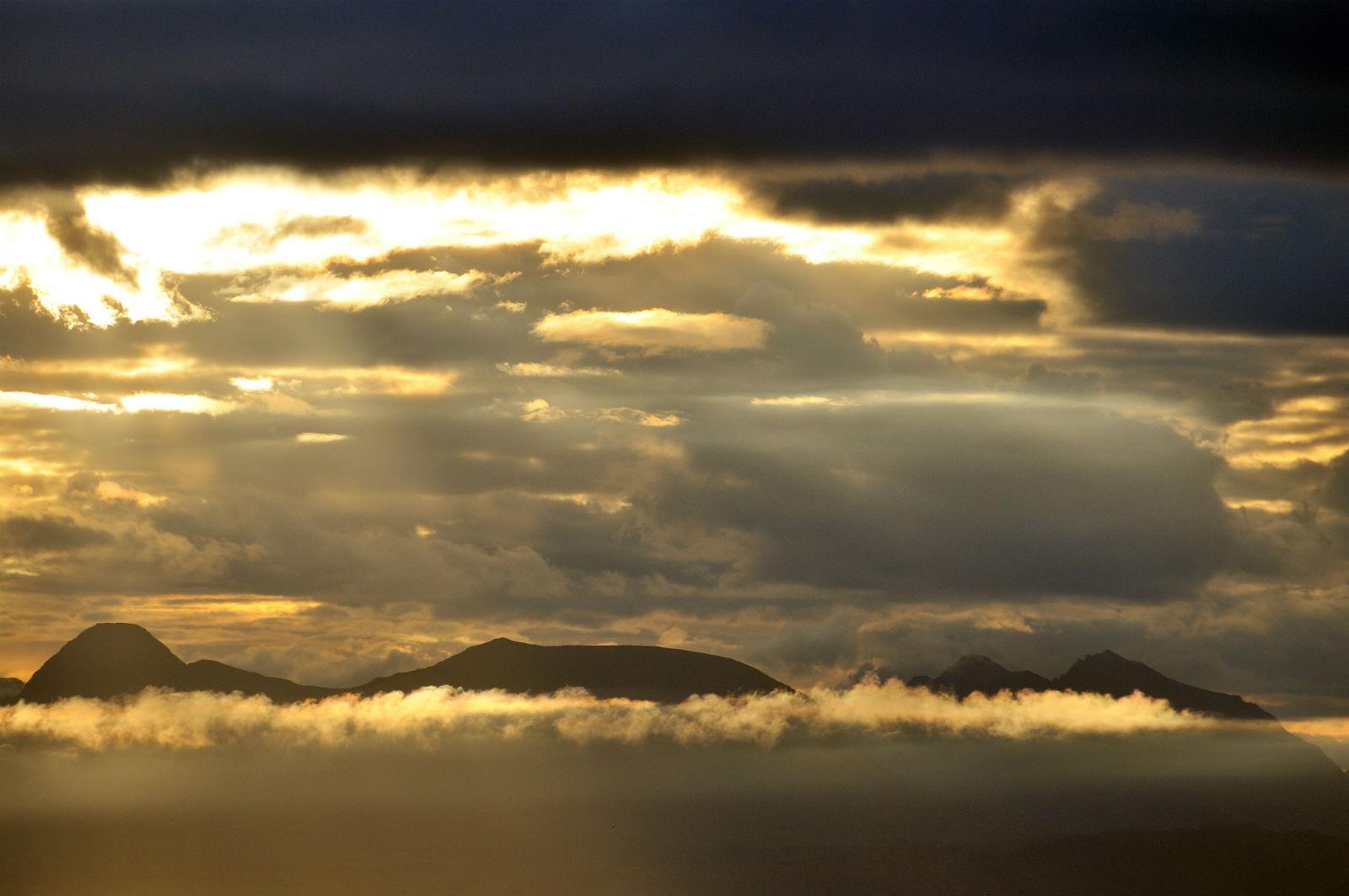 highland-mountain-sunrise